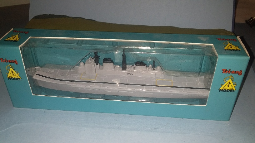 HMS Invincible R 05 RN aircraft carrier 2000s boxed