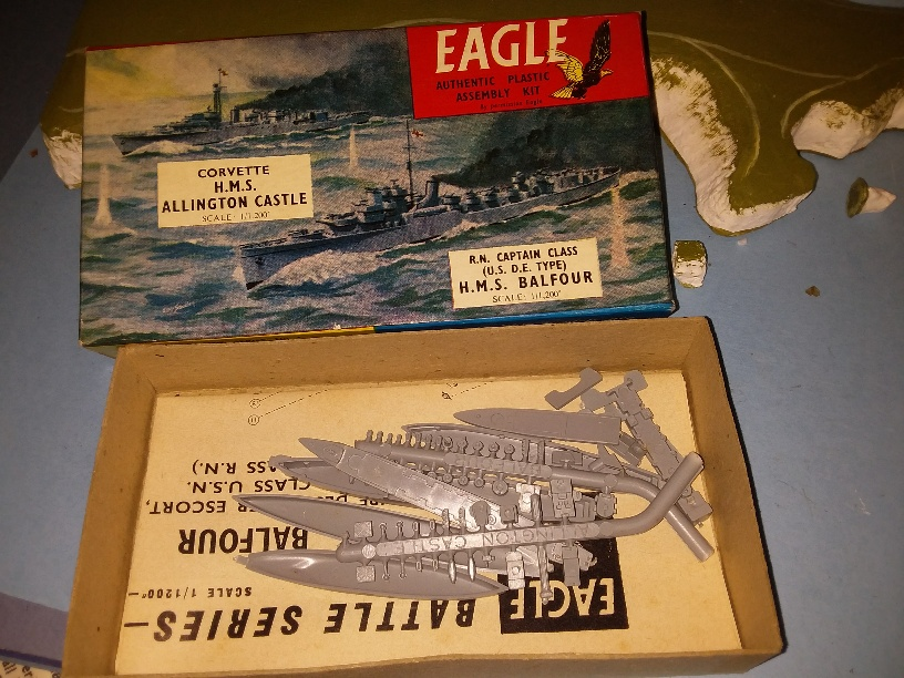 HMS Balfour & Allington Castle boxed unmade ()
