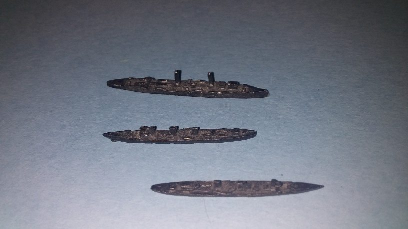 1/3000 l/cruiser and two destroyers WW1